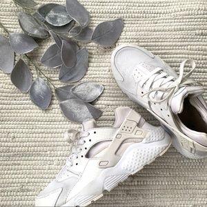 Nike white Huaraches AA-016